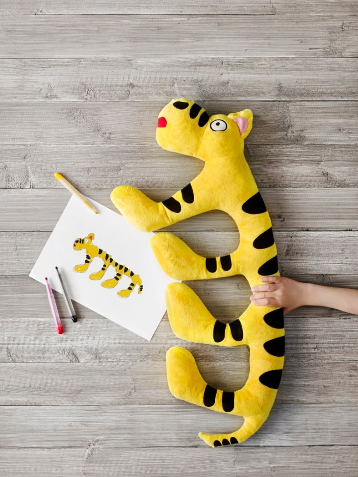 soft toys, drawings, crayons Standing images