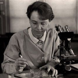 barbara_mcclintock_at_c_s_h__1947-2
