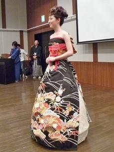 furisode-kimono-wedding-dress-japan-6-585a38e53d2a9__605