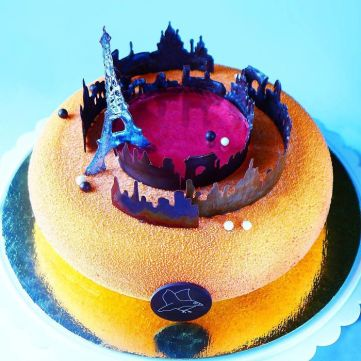 i-draw-and-create-my-own-chocolate-world-on-the-mirror-glaze-5899929ecbc32__700