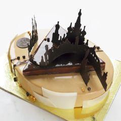 i-draw-and-create-my-own-chocolate-world-on-the-mirror-glaze-589992ae9f0e9__700