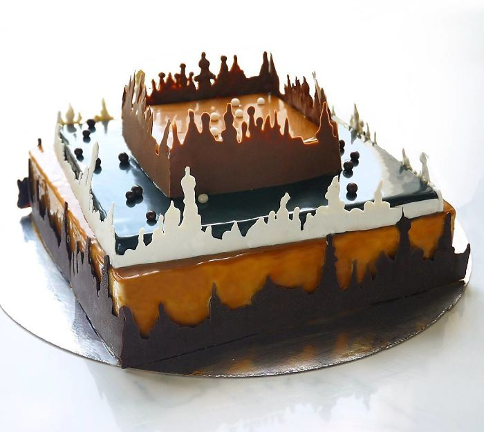 i-draw-and-create-my-own-chocolate-world-on-the-mirror-glaze-589992e599943__700