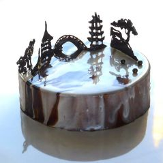 i-draw-and-create-my-own-chocolate-world-on-the-mirror-glaze-589992eea0a39__700