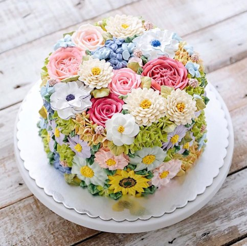spring-colourful-buttercream-flower-cakes-34-58d8bc3118a37__700