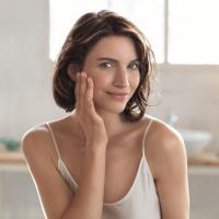 Как да спасим кожата от уморения вид и бръчките, без да похарчим малко състояние