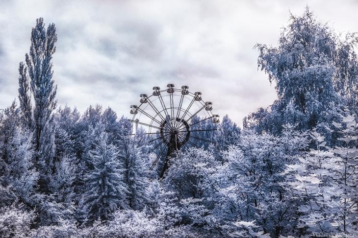 chernobyl-hpotographs-infrared-vladimir-migutin-9-5a747319acdee__880