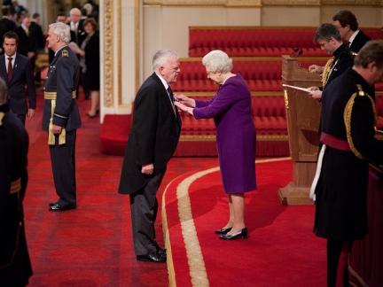 Paul Doherty Poluchava Ordena na Britanskata Imperia