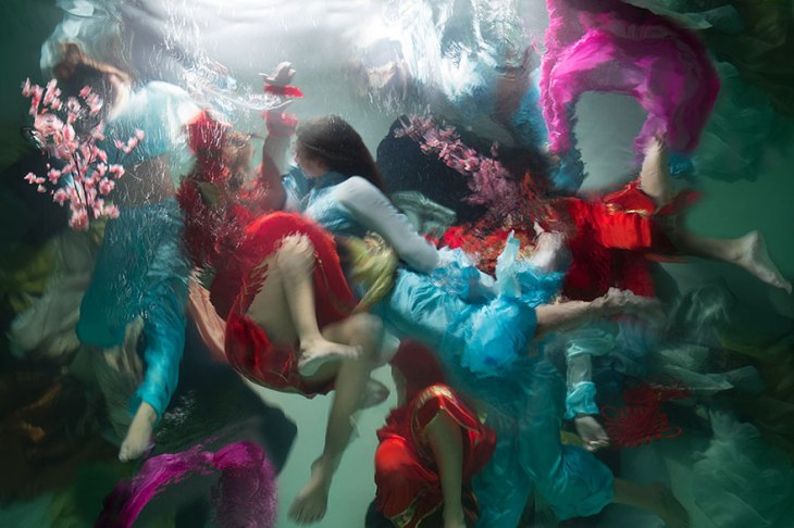 underwater-photography-dramatic-baroque-paintings-muses-christy-lee-rogers-10-5ba9ec058add7__880
