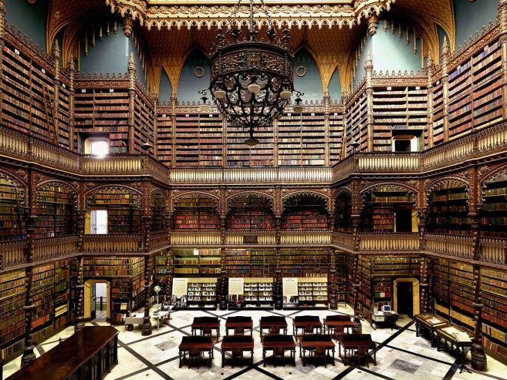 Imagini-cu-cele-mai-frumoase-biblioteci-din-lume-9-5bab184cc5c5f-5bab531e46fc2__880