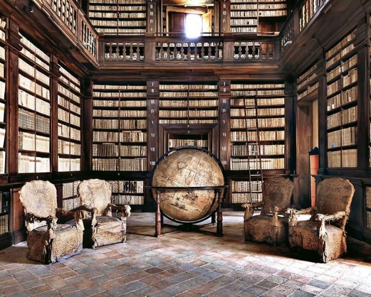 Photographer-goes-around-the-world-in-search-of-the-best-libraries-and-here-is-the-result-5bab3cf344593__880