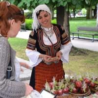Как се правят захаросани ябълки и захарни петлета