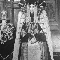 Майката, която си тръгна тихомълком – историята на последната кралица на Монголия