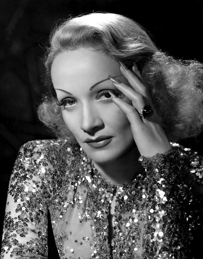 angel-marlene-dietrich-1937